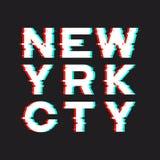De t-shirt en de kledingsontwerp van New York met lawaai, glitch, distorti royalty-vrije illustratie