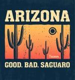 De t-shirtontwerp van Arizona, druk, typografie, etiket met saguarocactus Stock Foto
