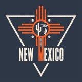 De t-shirtontwerp van New Mexico, druk, typografie, etiket Stock Afbeeldingen
