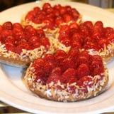 De taartjes van de framboos. Stock Afbeeldingen