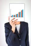 De tablet en de grafiek van de handholding Stock Fotografie
