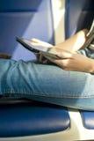 De tablet in handen Royalty-vrije Stock Afbeelding