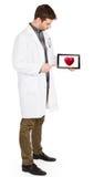 De tablet van de artsenholding - Rood hart Royalty-vrije Stock Fotografie