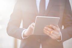 De tablet van de beambteholding Royalty-vrije Stock Afbeeldingen