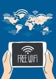 De tablet van de handholding met vrij wi FI in wereldkaart Stock Foto's