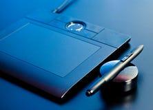 De tablet van de tekening in blauw licht royalty-vrije stock afbeeldingen