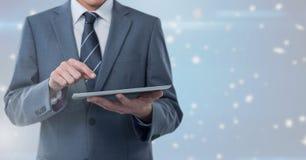 De tablet van de zakenmanholding met heldere ster spangled achtergrond royalty-vrije stock afbeeldingen