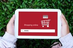 De tablet van de handholding met www op het schermachtergrond van de onderzoeksbar Royalty-vrije Stock Foto's
