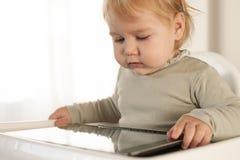 De tablet van het lezingsscherm Royalty-vrije Stock Fotografie