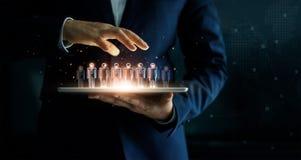 De tablet van de zakenmanholding en beheersgroep mensen royalty-vrije stock fotografie