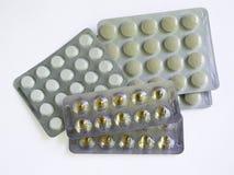 De tabletten in pakken zijn op de lijst Antibiotica van het virus Behandeling van de ziekte royalty-vrije stock foto's
