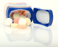 De Tabletten van het antacidum die over Wit worden geïsoleerdm Stock Afbeeldingen