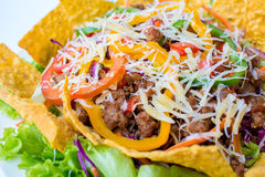 De taco's op een schotel met tortilla's schoten Mexicaans voedsel Royalty-vrije Stock Foto's