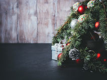 De takken van de kerstboom met decoratie Royalty-vrije Stock Foto