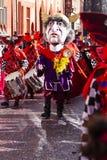 De tamboer-majoor van Bazel Carnaval 2019 in rood purper kostuum royalty-vrije stock fotografie