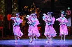 De tambour de basque-Le acte rose d'abord des événements de drame-Shawan de danse du passé Images libres de droits