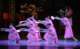 De tambour de basque-Le acte rose d'abord des événements de drame-Shawan de danse du passé Photo libre de droits