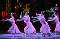 De tambour de basque-Le acte rose d'abord des événements de drame-Shawan de danse du passé Photos stock