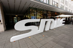 De tand Zwitserse Glimlach van de zorgwinkel met 3D embleem Royalty-vrije Stock Fotografie