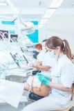 De tandartscarrière wacht op voor haar! stock afbeelding