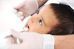 De tandencontrole van de tandarts, reeks verwante foto's Royalty-vrije Stock Afbeelding