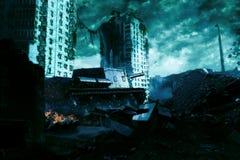 De tank in de ruïnes van de stad Apocalyptisch landschap Stock Afbeeldingen
