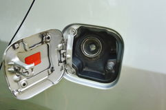 De tank GLB van de autobrandstof in parkeren wordt geopend dat Royalty-vrije Stock Foto's