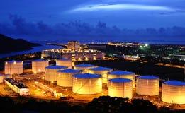 De tank van de olie bij nacht Stock Foto's