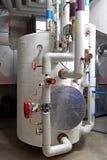 De tank van de warm wateropslag in een ketelruim Stock Foto