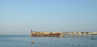 De tanker die met olie wordt geladen Stock Fotografie