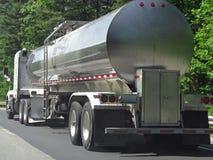 De tankervrachtwagen van de brandstof stock fotografie