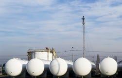 De tanks van de aardgasopslag Stock Fotografie
