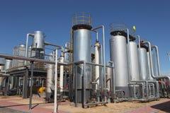 De tanks van de olie in een raffinaderij Royalty-vrije Stock Foto's