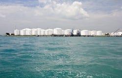 De tanks van de olieraffinaderij Royalty-vrije Stock Afbeelding