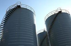 De tanks van de opslag bij de chemische industrie Royalty-vrije Stock Afbeeldingen