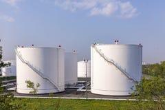 De Tanks van de witte Olie Stock Afbeeldingen