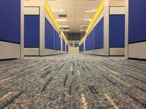 De tapijtvloer in bureau, selecteert nadruk op de vloer Stock Afbeelding