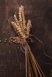 De tarwe op hout Royalty-vrije Stock Afbeeldingen