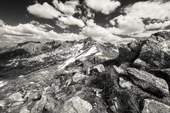 De Tatra bergen i dramatisk B-W Fotografering för Bildbyråer