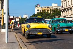 De Taxi van Cuba Havanna Oldtimer op Mainstreet Stock Afbeeldingen