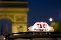 De taxi van Parijs Stock Afbeeldingen