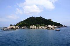 De taxiboot komt bij het dok van Koh Tao aan; dit soort boot Stock Afbeelding