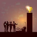 De Team Success Winner Golden Cup de la silueta hombres de negocios Foto de archivo