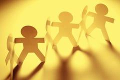 De teamholding dient een rij in Stock Afbeelding