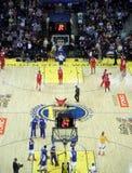 De teams warmen op bij half - time door spruiten te nemen Royalty-vrije Stock Fotografie