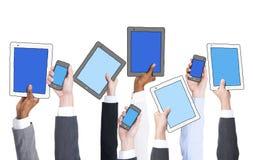 De Technologieën van de bedrijfsmensenholding zoals Aanplakbiljetten Royalty-vrije Stock Afbeeldingen