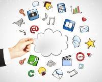 De technologie van de wolkendienst met sociaal media pictogrammenconcept Royalty-vrije Stock Afbeeldingen