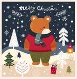 De teddybeer is in de winterbos Stock Foto's