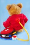 De teddybeer is ziek Stock Fotografie