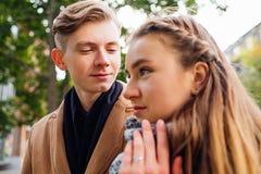 De tedere liefde bewondert affectie leuke verhouding royalty-vrije stock foto's